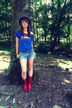 blue no brand t-shirt - red Nashville TN find boots