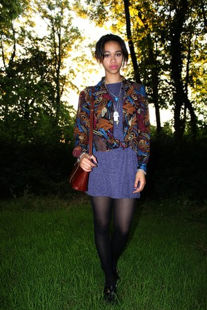 maroon vintage unknown shirt - black buckled martina shoes