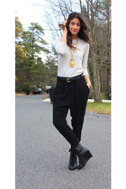 black Zara pants - black Forever 21 shoes - beige Zara sweater - gold Bebe neckl