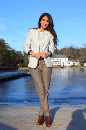 beige Zara pants - brown stuart weitzman shoes - beige Urban Outfitters blazer -