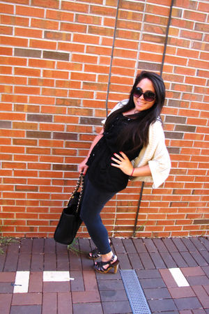 black leggings - black top - beige cardigan - black bag