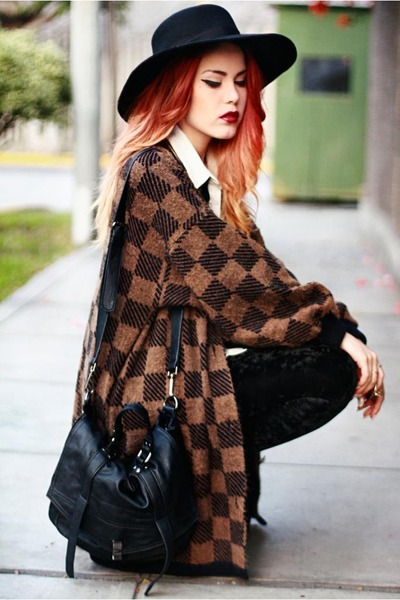light brown vintage jumper - black Chicwish leggings