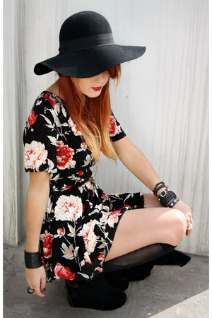 black vjstyle boots - crimson vitntage dress