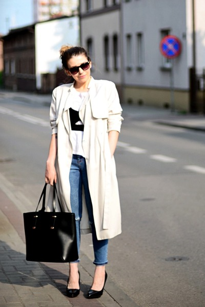 beige trench coat H&M coat - light blue asos jeans - black shopper Mango bag