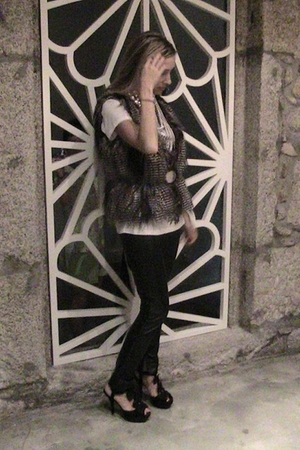 Zara vest - Zara t-shirt - Zara leggings - Prada belt - Casa Batalha necklace -