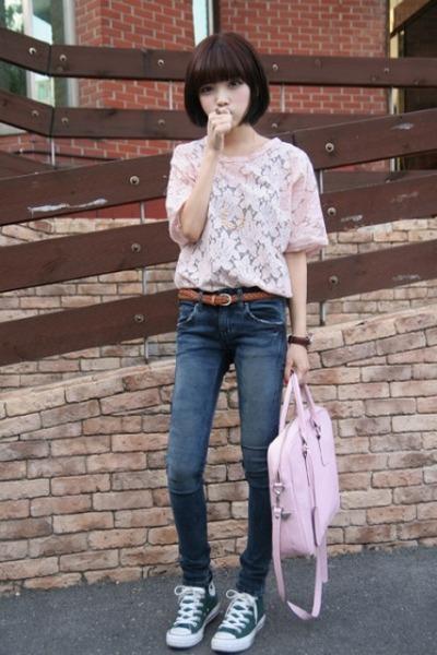 [Resim: pink-shirt-pink-bag-brown-belt-green-shoes_400.jpg]