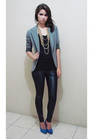 silver blazer - black shirt - black pants