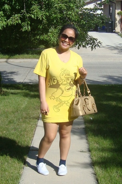 yellow American Apparel shirt - blue socks - white keds sneakers shoes - gold Ce