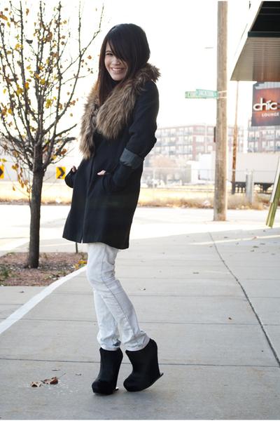 brown fur H&M scarf - black mendel BCBG boots - white Topshop jeans