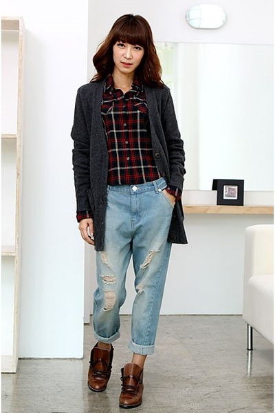 charcoal gray stylish cardigan - ruby red shirt - light blue Levis jeans - tawny