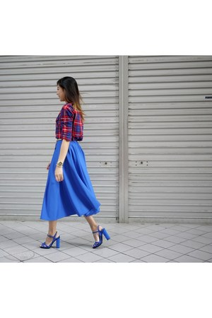 blue heels - red shirt - blue skirt
