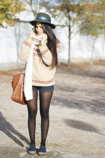 tan Oysho sweater - brown Bimba and Lola bag - denim Levis shorts