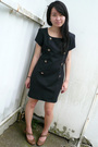 Black-vintage-dress-brown-shoes