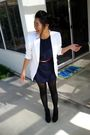 White-blazer-blue-t-shirt-black-tights-red-belt-black-shoes