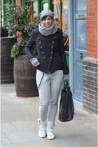 Cinzia Araia sneakers - Dixie coat - Guess hat - Guess scarf