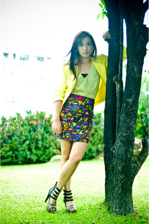 brown heels bought online shoes - yellow from a bazaar blazer - printed skirt -
