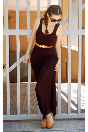 black H&M dress - orange Hermes belt - mustard BLANCO wedges