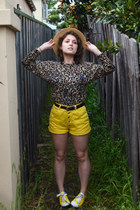 yellow denim vintage shorts - camel vintage sweater