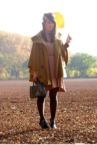 mustard sessun cape - green vintage bag