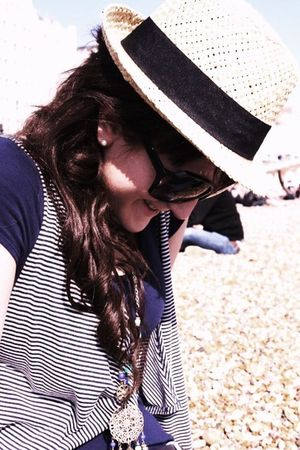 blue H&amp;M t-shirt - blue Primark jacket - beige Primark hat