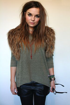 brown faux fur stole H&amp;M scarf - black leather Primark shorts
