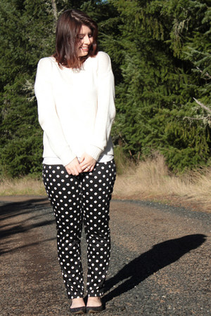 black polka dot Forever 21 pants - off white Forever 21 sweater