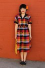 Red-plaid-shirt-vintage-dress-yellow-weaved-vintage-bag
