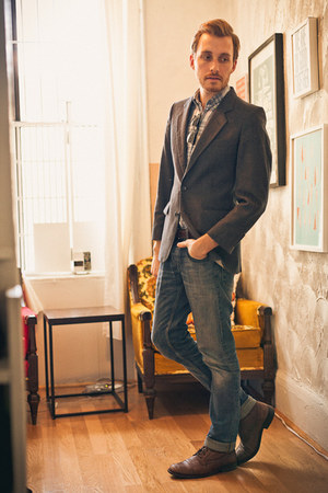Topman boots - H&M jeans - American Eagle shirt - Ray Ban sunglasses