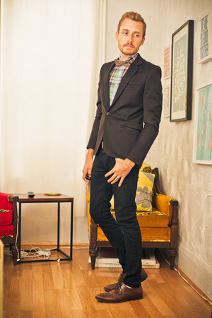 brown wingtip Alfani shoes - black lip service jeans - black H&amp;M blazer - linen 