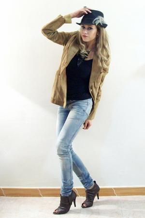 brown Vanity jacket - black Zara Woman t-shirt - brown a very vintage shoes - bl