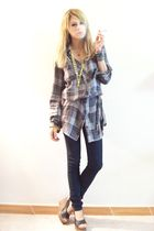 gray Pull and Bear blouse - black Pull and Bear shoes