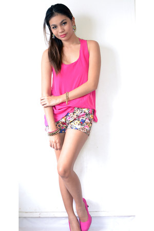 hot pink floral shorts - hot pink Primadonna top - hot pink pumps heels