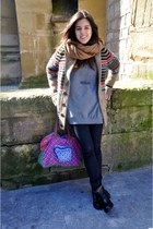 camel Loreak Mendian coat - black hakei boots - red Oilily bag