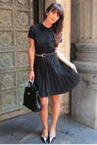 black pleated vintage dress - black leather Furla bag