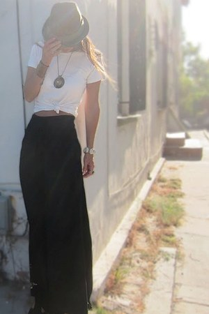 black palazzo Final Touch pants - tan fedora Element hat