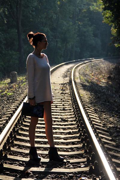 black Topshop wedges - light pink Amisu sweater - black Atmosphere bag