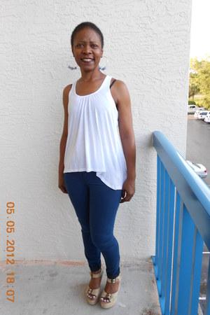 blue jean leggings Gap jeans - white grane shirt - Steve Madden wedges