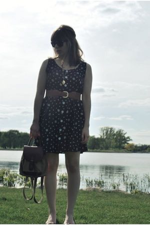 black vintage dress - beige liz claiborne purse - black Oliver Peoples sunglasse