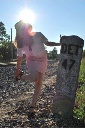 pink modcloth skirt - white thrifted blouse - black Target hat - black vintage t