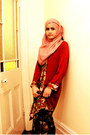 Bubble-gum-jalan-tar-scarf-maroon-sarawak-blouse-gold-unknown-accessories
