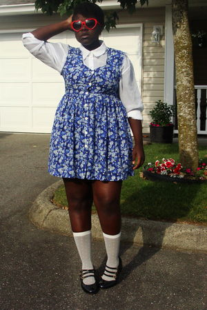 red Ardene sunglasses - white h&m divided shirt - blue dress - white socks - bla