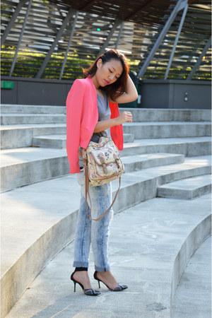 gold rose gold H&M ring - sky blue boyfriend jeans Zara jeans