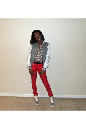 cheetah cropped shirt - jacket - red leather pants - wedges studs Guess sneakers
