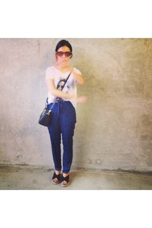 white H&M t-shirt - black coach bag - brown sunglasses - blue H&M pants