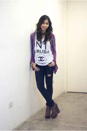 black Topshop jeans - purple cardigan - brown leopard print wedges - white t-shi