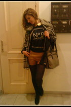 black BSB t-shirt - black DKNY bag - camel Stradivarious shorts - beige BSB cape