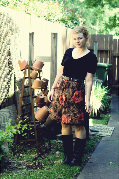 photo print thrifted skirt - mall store boots - black modcloth dress