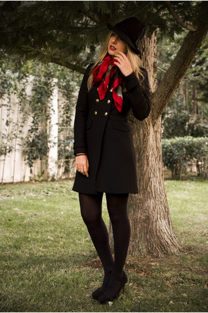Uterque scarf - military coat Zara coat - fedora hat Zara hat - Zara pumps
