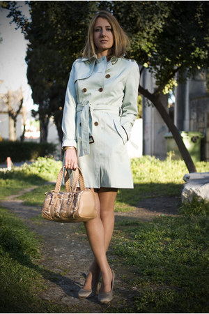 lime green Queens Wardrobe coat - tan Uterqe bag - tan Zara heels