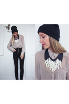 white seashell Byphos necklace - beige H&M shirt